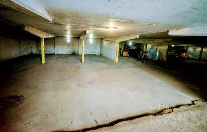 Pärnu, Kuldse kodu tänav: autokoht nr. 21